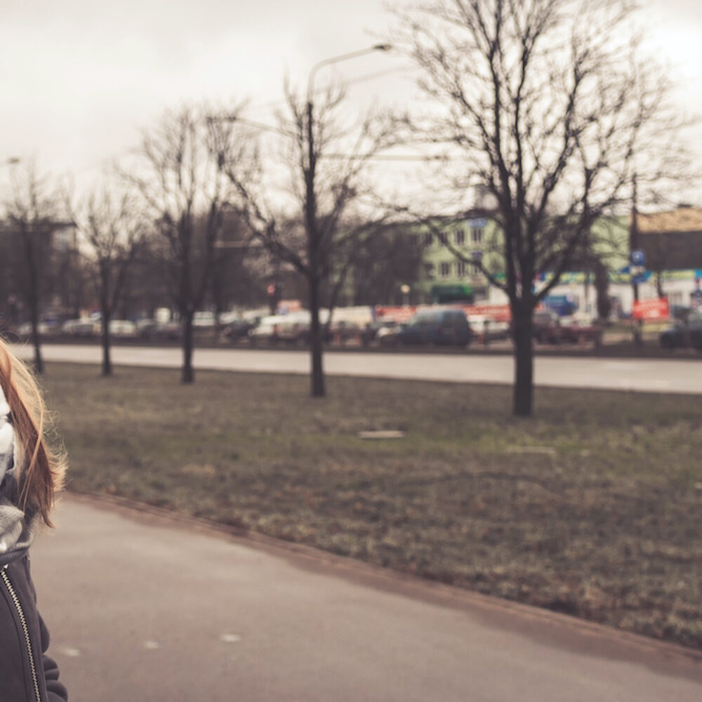 Spontanitaet im Jahr 2020 Frau mit Mundschutz