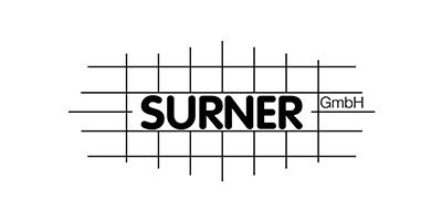 Logo der Surner Gmbh mit Gitter im Hintergrund