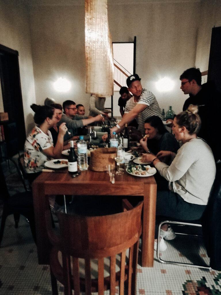 Weder und Noch Team auf Mallorca beim essen