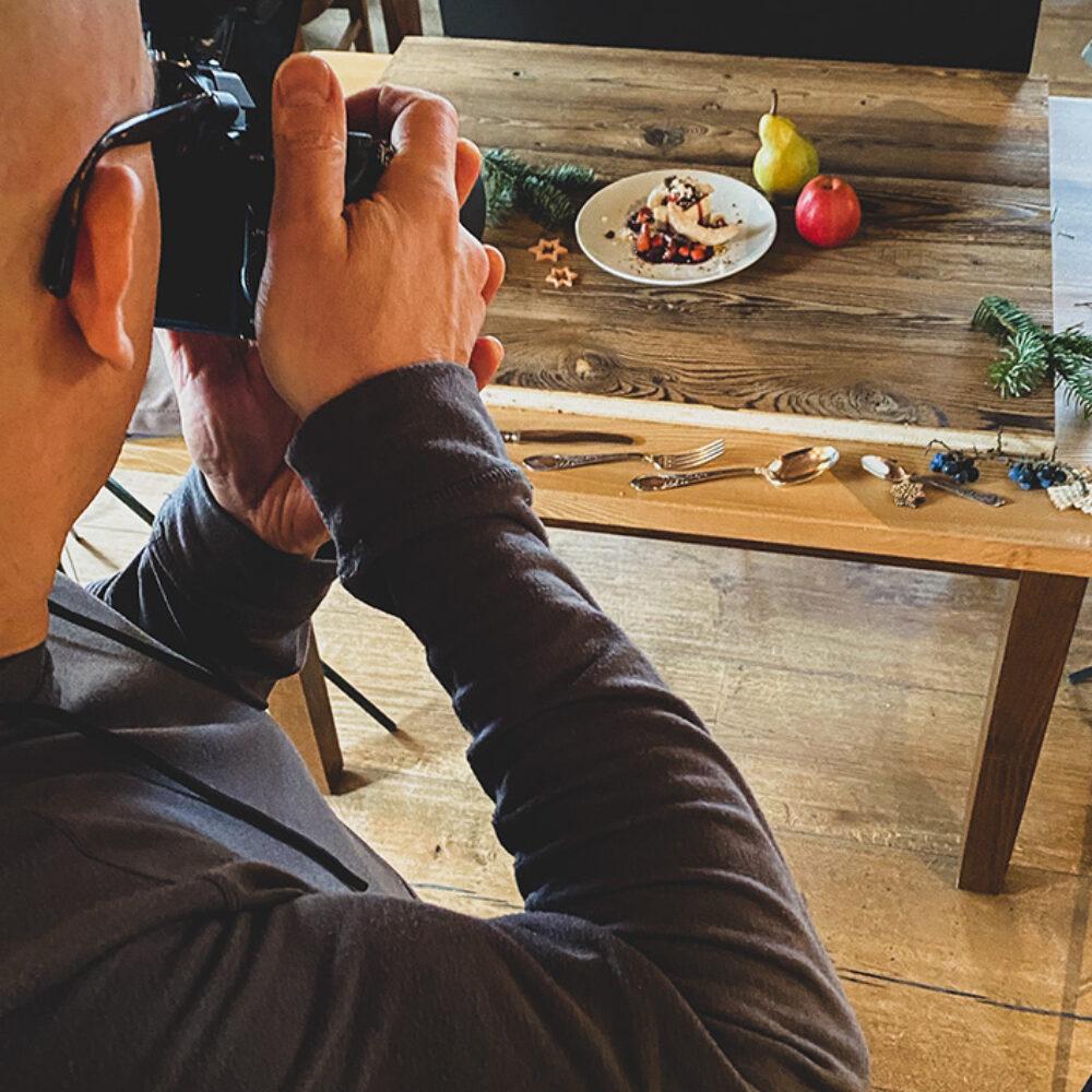 """JRE Deutschland Fotoproduktion """"Weihnachtsmenü"""" Fotograf und auf Teller mit Dekoration"""