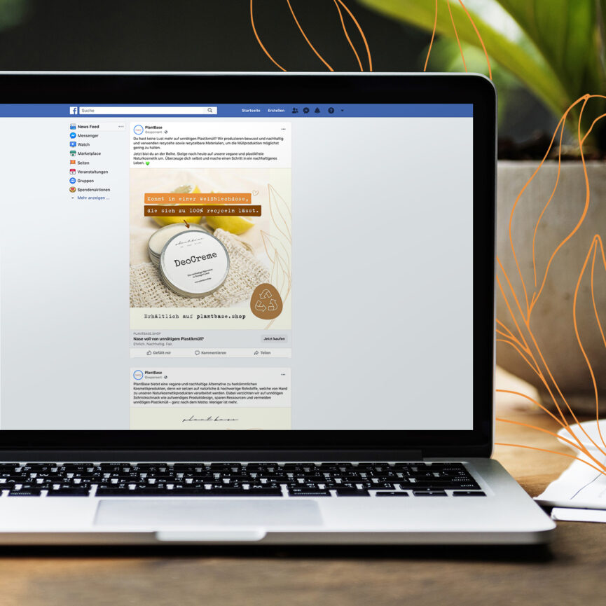 Macbook with Facebook Social Media Plattform