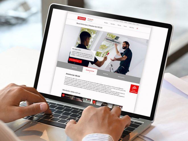 Laptop mit VELUX Karriere Webdesign geöffnet
