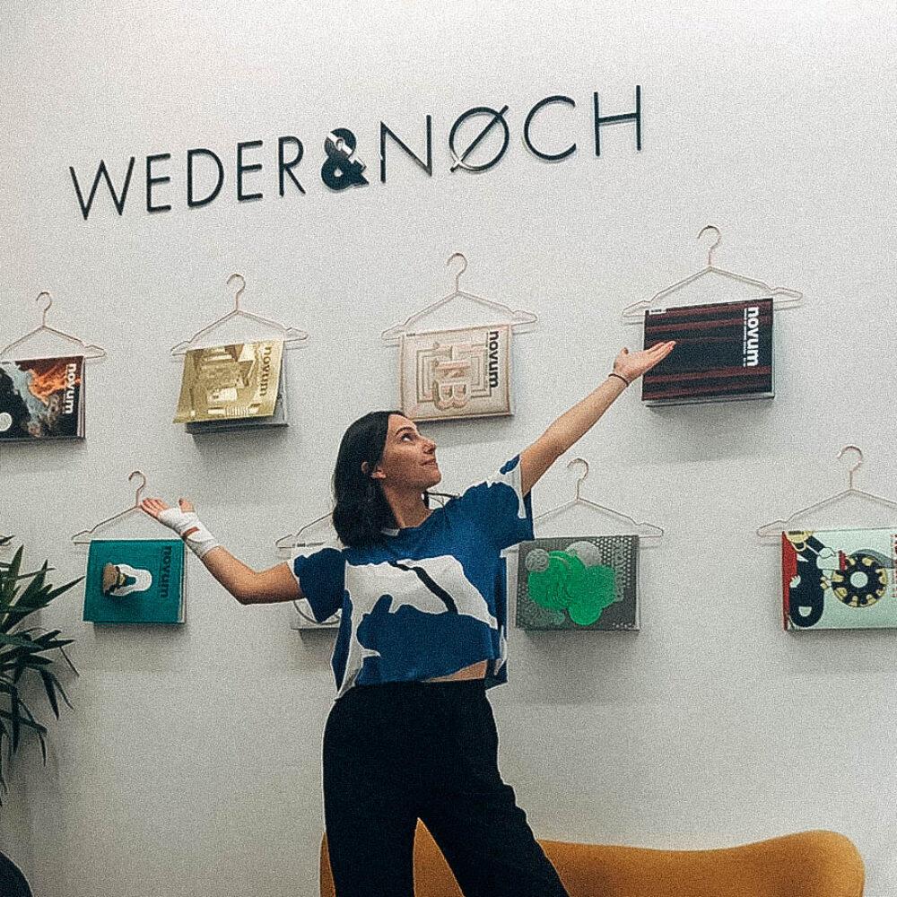 Anna im Münchner Büro