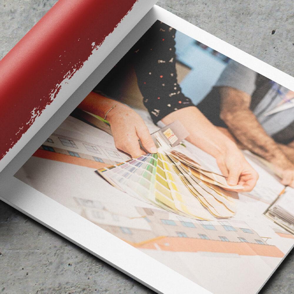 Maler Weber Imagebroschuere Moodbild Farbfaecher