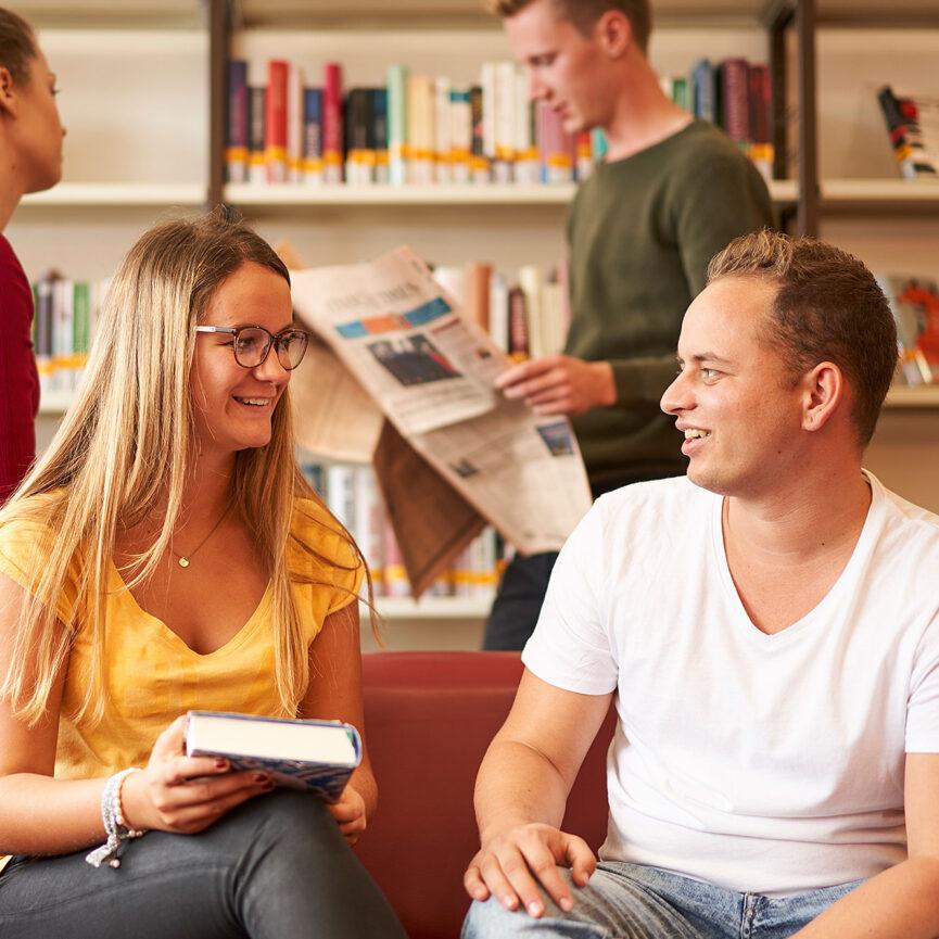 hochschule dual Corporate Design-Studenten-Bibliothek-Buecher