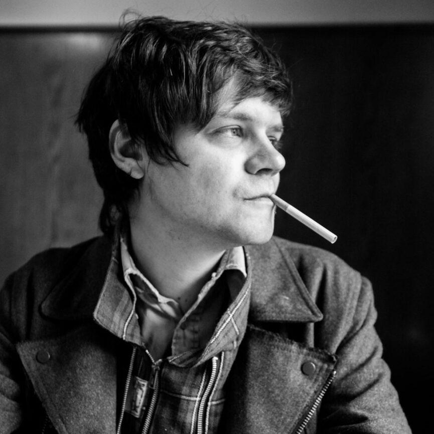 Referenz Red Valley Ventures Mann mit Zigarette in Schwarz Weiß