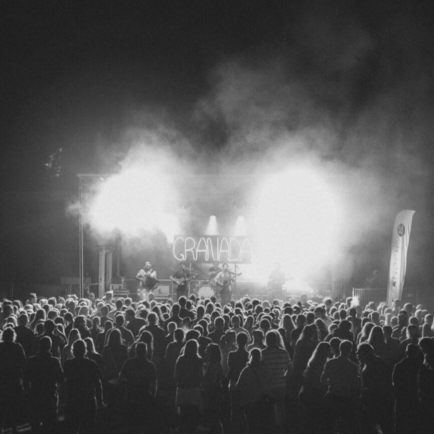 Referenz Red Valley Ventures tobende Menge Granada Konzert