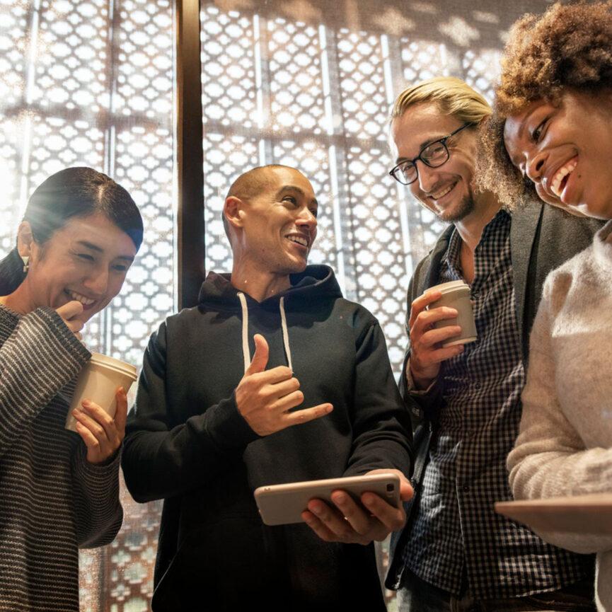 Gruppe von Personen die lachen